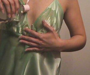 - جولی دیوانه برای پس گرفتن انگشتر شما از محل پیاده فروشی حق الزحمه فیلم سکس زنان کیردار می پردازد