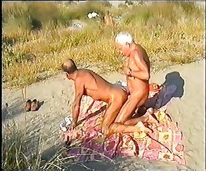 جوان سکس دوجنسه با زن 4-برخی