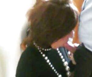 ماساژ دهنده لز Adria Ray الاغ خود را با گربه برهنه سکس دوجنسه با زن جلا می دهد