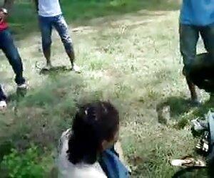 نوجوان پدرخوانده او xxx زن کیر دار را fucks