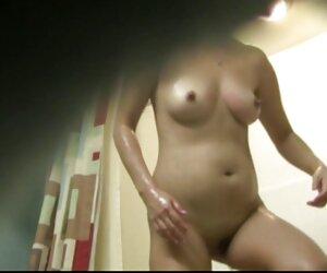 سونیا بور سکسی با الاغ گرد فیلم سکس پیر زنان و جوانان کوچک طبیعی خود ما را مسخره می کند