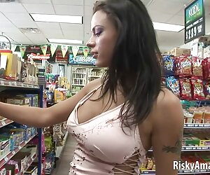 سامانتا ران نوجوان تنگ سوراخ صورتی کوچک خود را از بین می فیلم سوپر سکس زنان برد