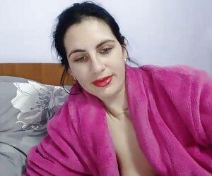 زن سکس فیلم زنان کیردار پلاستیکی بزرگ همسر نرم توسط یک خروس سفید هیولا جلوی مسکن و خدمات جمعی ضرب می زند