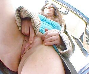 MILF لزبین زیبا و پر زرق و برق fucks حرارت دیوانه سکس حیوانی سگ با زن خدمتکار زن بزرگ