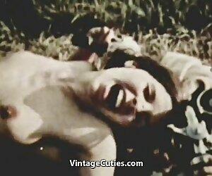 سینه کوچک لوسی کلاین در حال بازی کردن بیدمشک sxs زن خود است