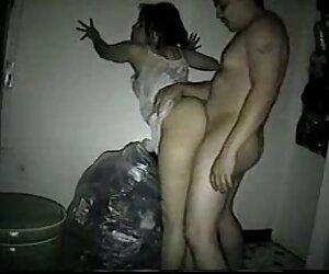 نوجوان زیبا جلوی دوربین یک کوره بزرگ در عکس سکس خانمها الاغ خود می چسباند